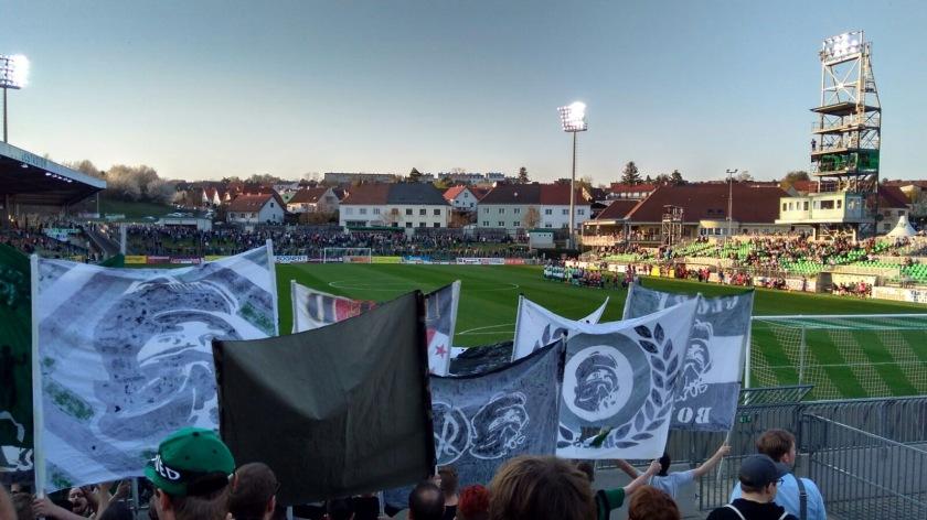 Choreo der Riedfans vor dem Bundesligaspiel zwischen Mattersburg und Ried