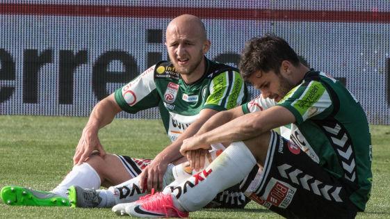 Gernot Trauner und Dieter Elsneg am Boden nach dem 1-1 gegen St. Pölten