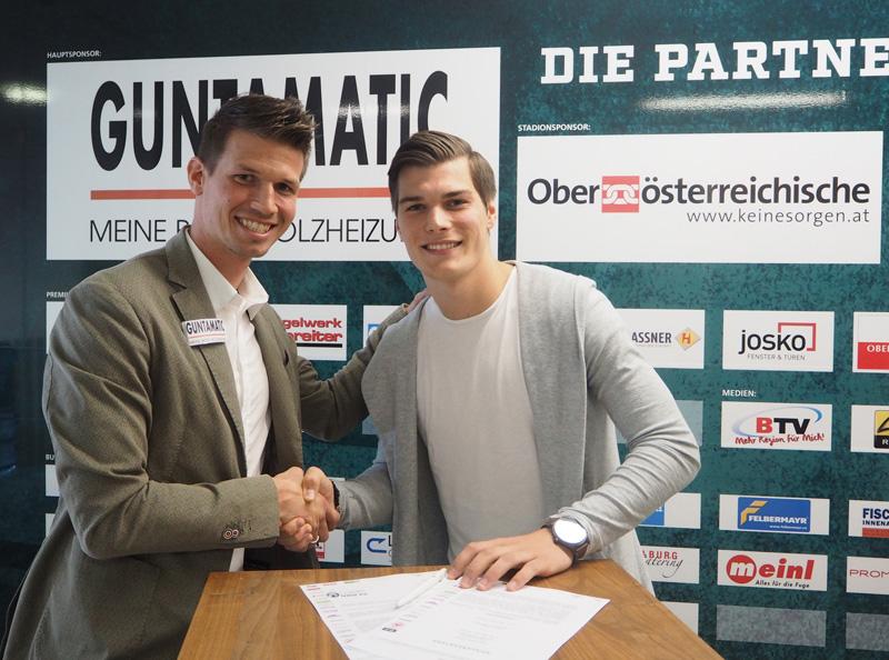 Surdanovic und Schiemer bei Vertragsunterzeichnung
